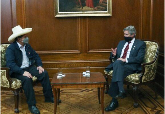 Pedro Castillo se reunió con el presidente saliente para acordar la transición en Perú