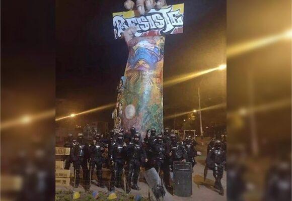 El ESMAD de Cali terminó posando en el monumento al que tanto le temen