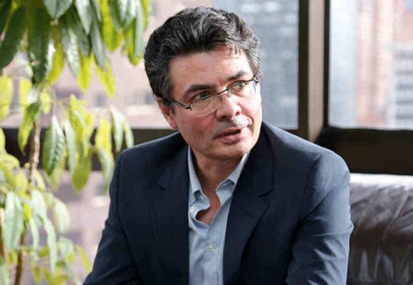Alejandro Gaviria sale en defensa de su esposa
