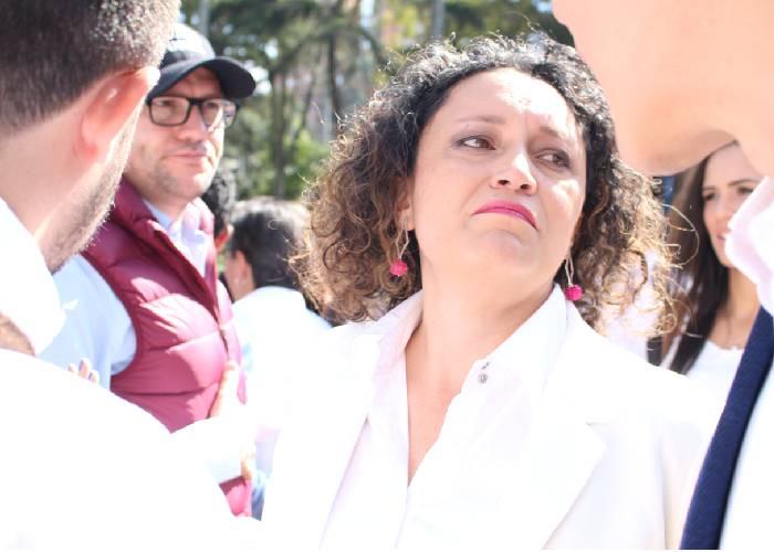 El doble rasero de Angélica Lozano: con Romero no, con Fajardo sí