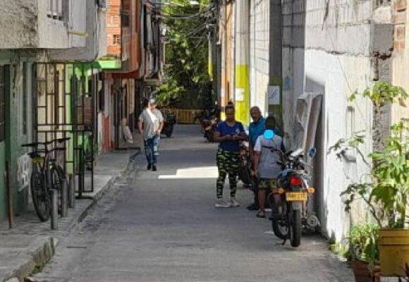 Más de 2.500 habitantes del barrio Cerro el Volador no quieren salir de su entorno