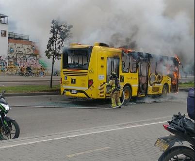Bus del Sitp solo pudo rodar tres días antes de ser quemado por delincuentes