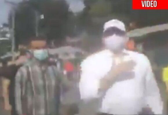 VIDEO: Con abucheos y gritos, sacaron corriendo a John Milton Rodríguez de Siloé