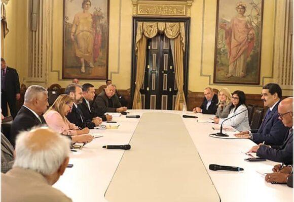 Lo que se sabe (y lo que no) de las negociaciones entre el Gobierno y la oposición venezolana