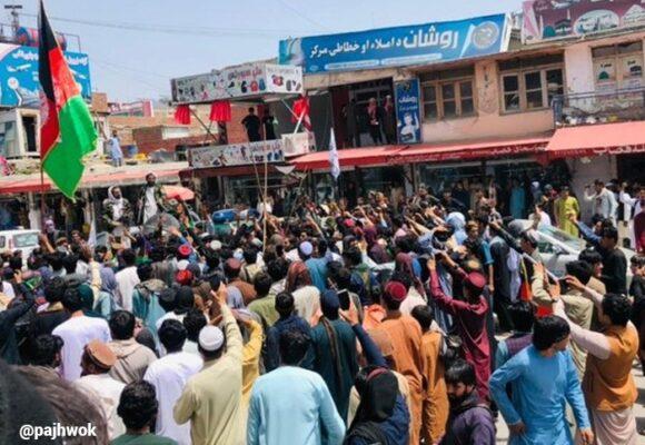 Los talibanes responden con violencia a las primeras señales de resistencia civil