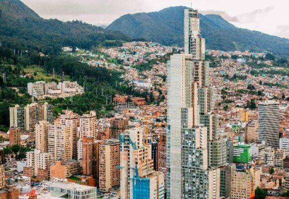 ¿Por qué descentralizar a Colombia puede sacarla del abismo?