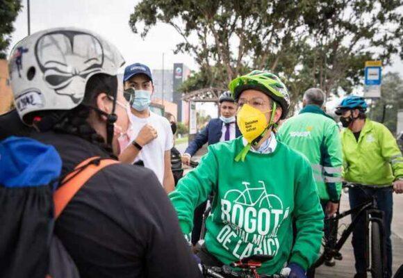 Los abucheos persiguen a Claudia López: ahora fue insultada por biciusuarios