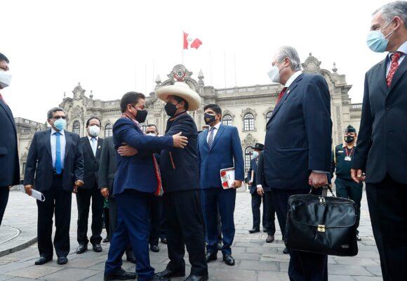 El Congreso de Perú da su voto de confianza al Gobierno de Pedro Castillo