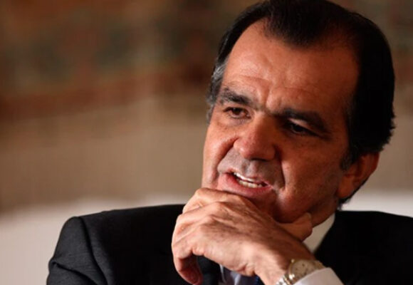 Óscar Iván Zuluaga le aporta estatura a la campaña