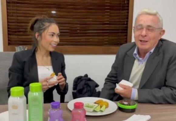 ¿Uribe, presidente del club de fans de Epa Colombia?