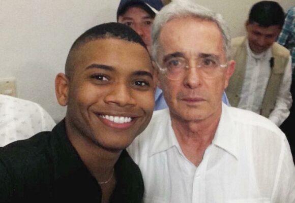 Enaltecer la Ley 100: nueva lambonería de Polo Polo con Álvaro Uribe
