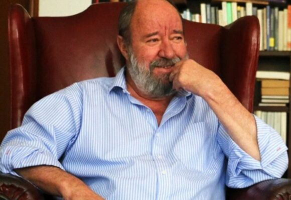 ¿Por qué a Antonio Caballero ganarse un buen sueldo no le comprometía su independencia?