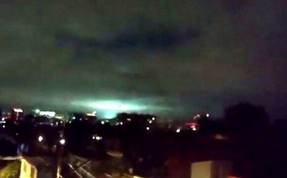 Las impresionantes luces en el cielo durante el terremoto de México