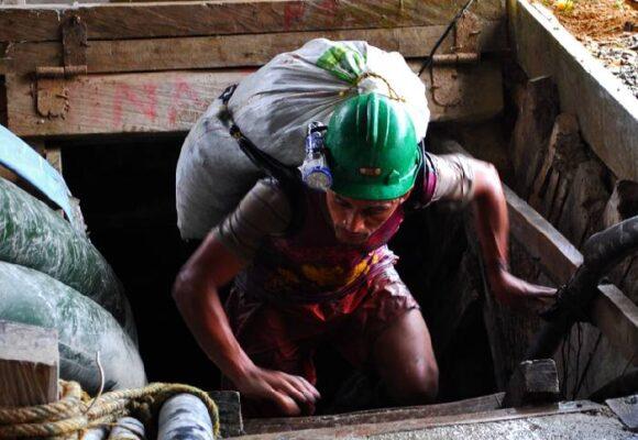 Mineros tradicionales VS Estado colombiano y Gran Colombia Gold