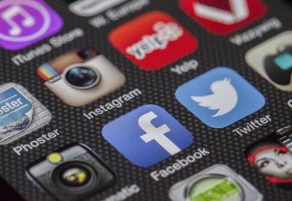 Las novelas en redes: ¿distracción o estrategia de 'marketing'?