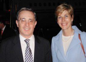 Uribe y su canciller Carolina Barco, los únicos que lograron reunir a todos los expresidentes