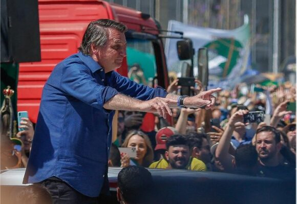 Las tensiones que rodean las masivas protestas con las que Bolsonaro desafía a la oposición en Brasil