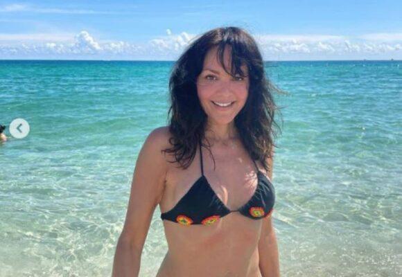FOTOS: Así luce Carolina Gómez, en bikini, a sus 47 años
