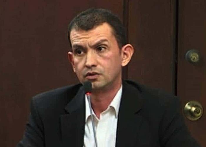 Emilio Tapia, del carrusel de la contratación a centros poblados