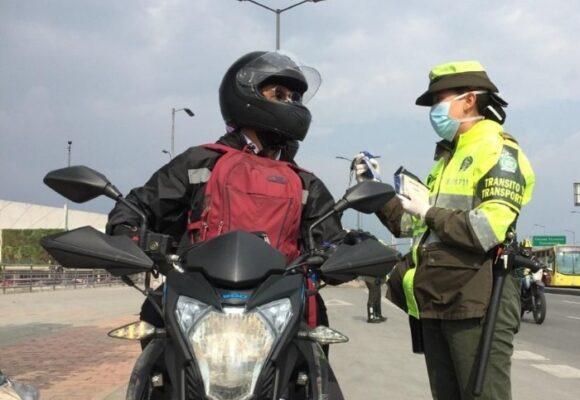 Se cayó decreto que impedía a las motos ir con parrilleros en las calzadas centrales