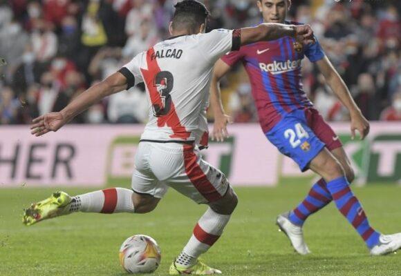 VIDEO: El golazo de Falcao al Barcelona para hundirlo más en la liga española