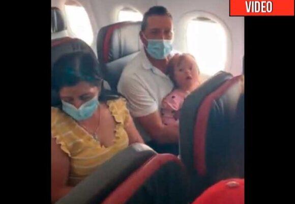 Latam obliga a bebe a bajarse de un avión por no pagar pasaje