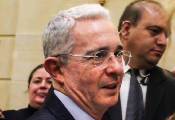 La muerte del nombre Álvaro Uribe Vélez