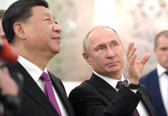 Un fantasma recorre los Estados Unidos. El fantasma chino-ruso